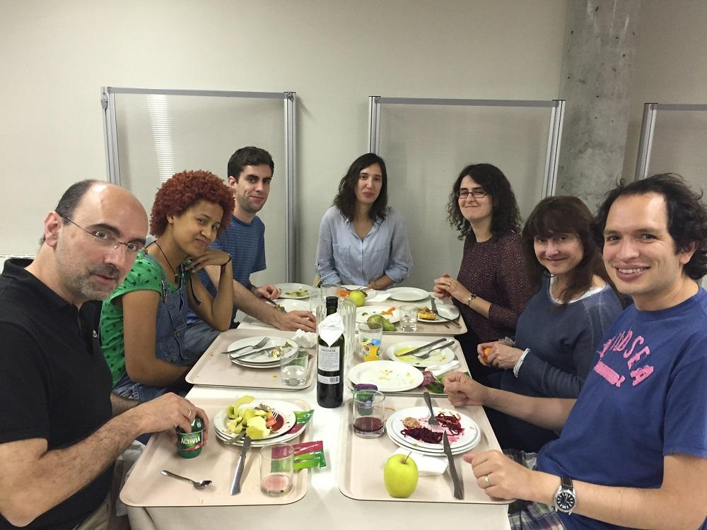 Cenando entre hermanos (II)
