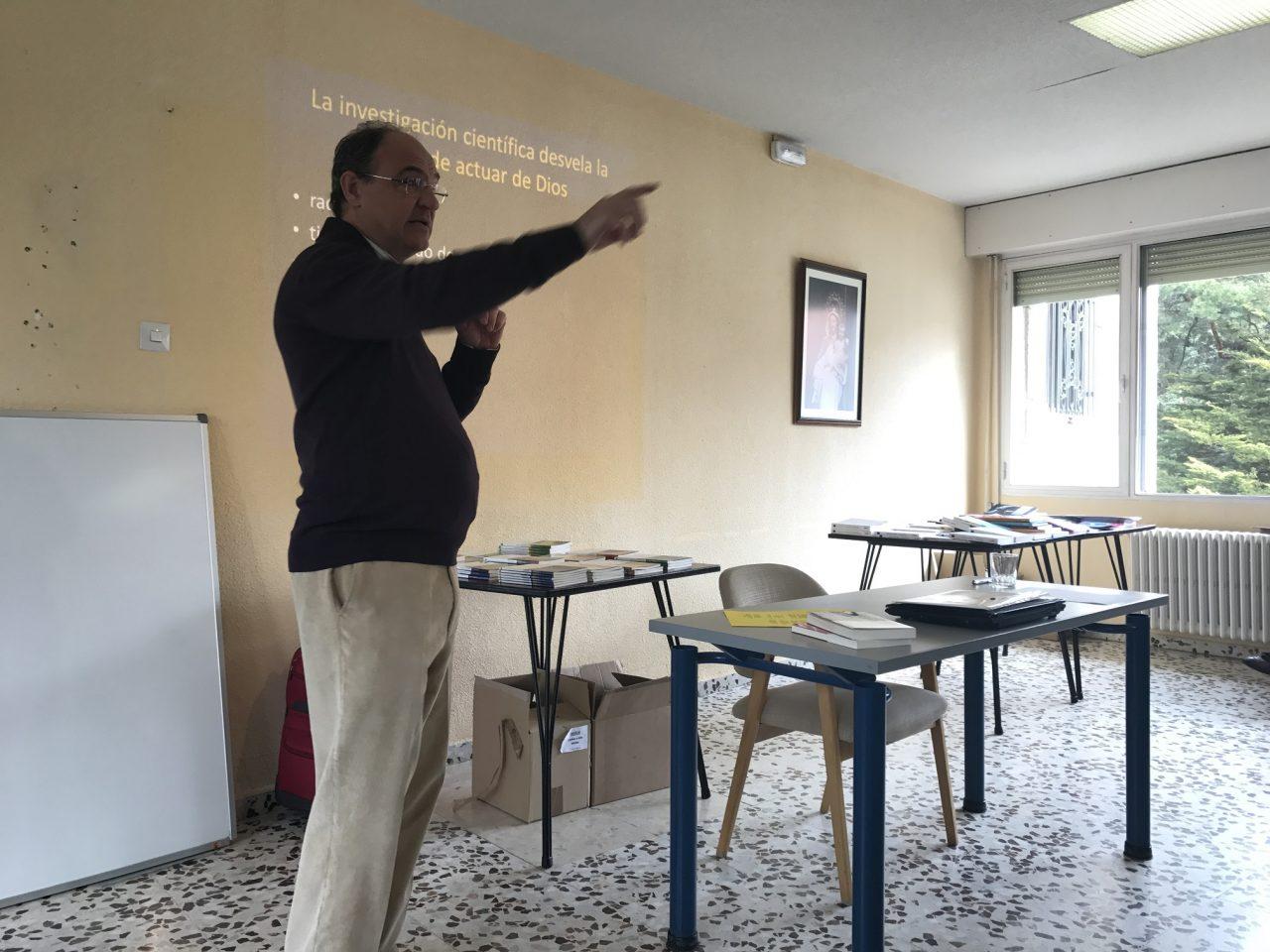 Pablo González presentando la plenaria