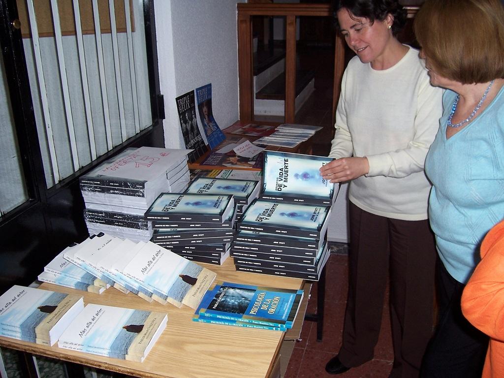 Mesa con nuestros libros patrocinados